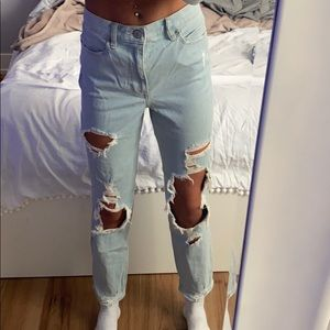 Ripped mom jeans!!